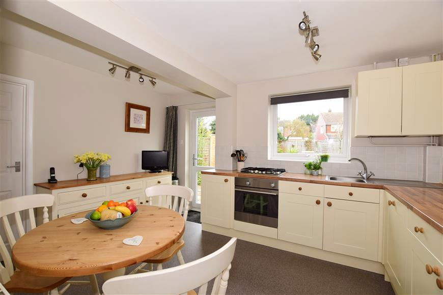 4 Bedrooms Detached House for sale in St. Peters Close, Ditton, Aylesford, Kent