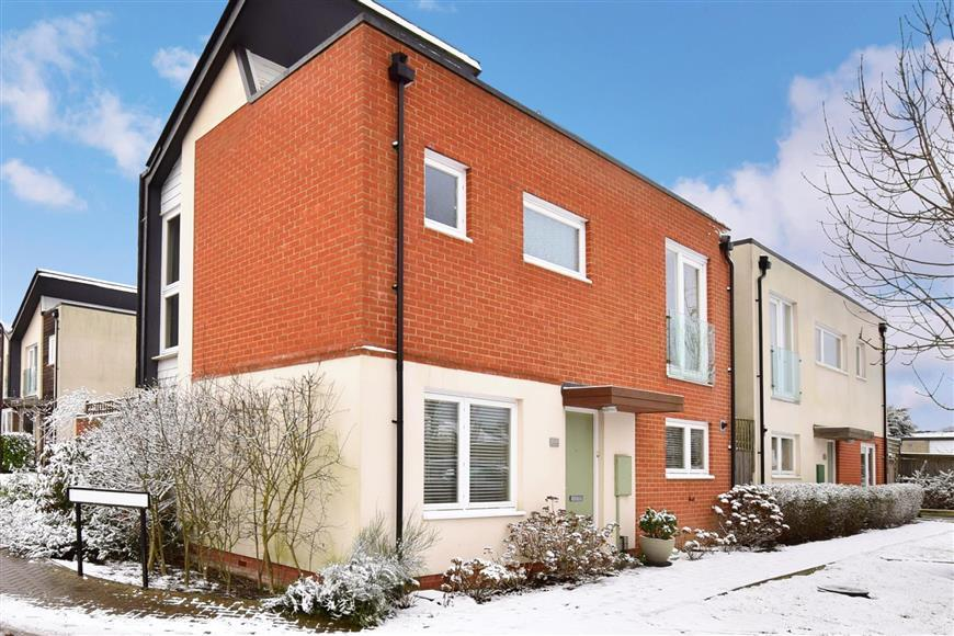 3 Bedrooms Detached House for sale in Clock House Rise, Coxheath, Maidstone, Kent