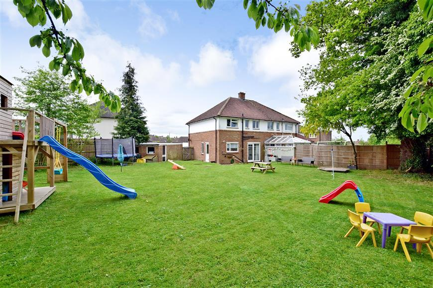 3 Bedrooms Semi Detached House for sale in Skye Close, Maidstone, Kent