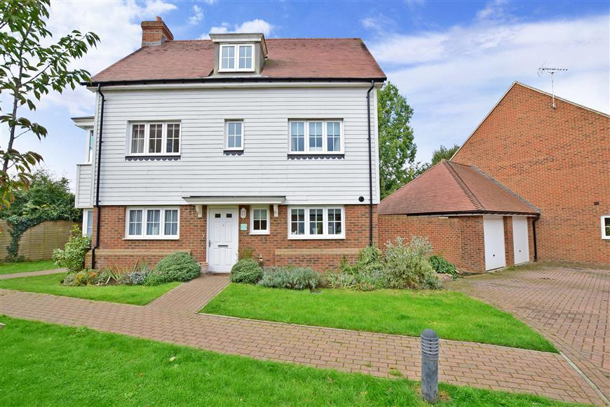 4 Bedrooms Detached House for sale in Leonard Gould Way, Loose, Maidstone, Kent