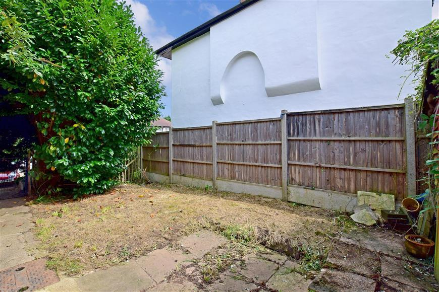 1 Bedroom Maisonette Flat for sale in Wordsworth Road, Penenden Heath, Maidstone, Kent
