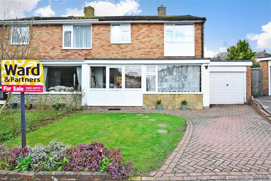 3 Bedrooms Semi Detached House for sale in Northfields, Maidstone, Kent