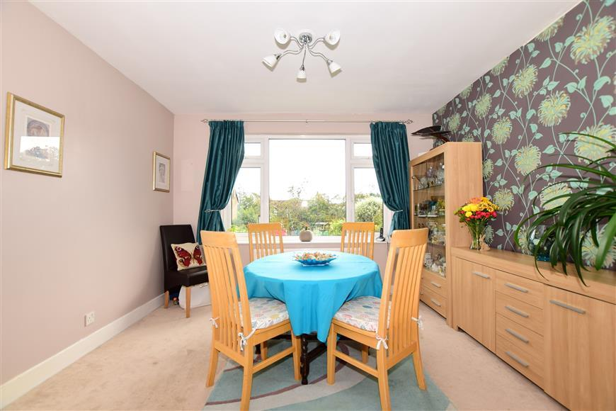 3 Bedrooms Semi Detached House for sale in Tonbridge Road, Maidstone, Kent
