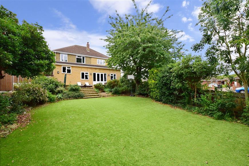 5 Bedrooms Detached House for sale in Downs Road, Penenden Heath, Maidstone, Kent