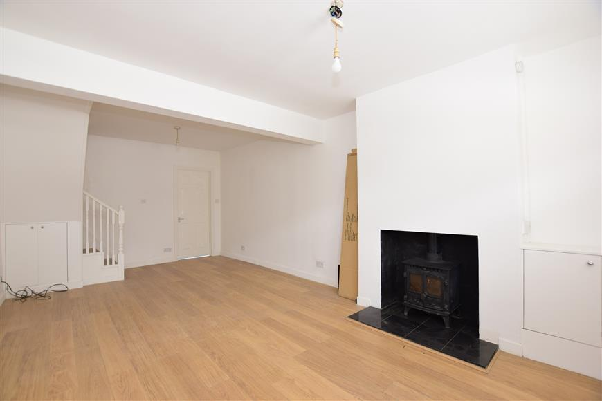 2 Bedrooms End Of Terrace House for sale in Station Road, Meopham, Kent
