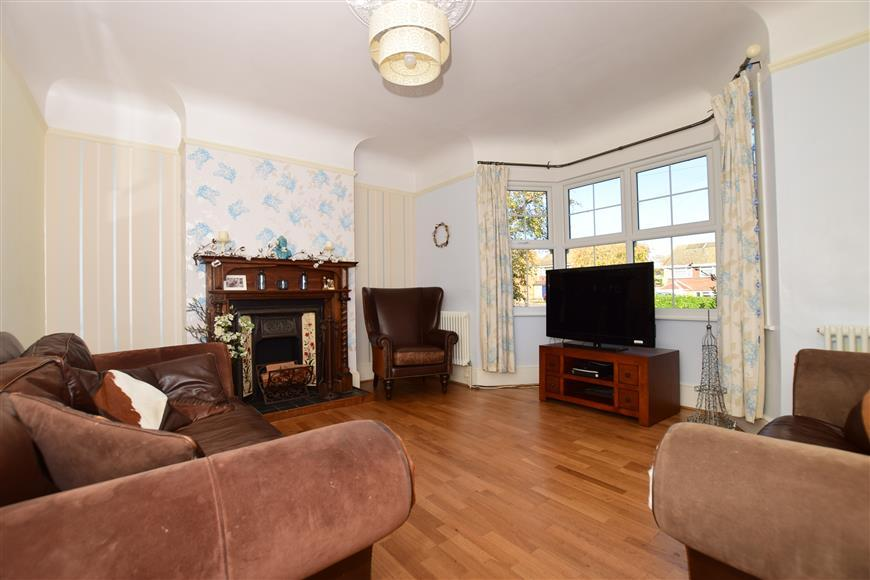5 Bedrooms Detached House for sale in Istead Rise, Istead Rise, Kent