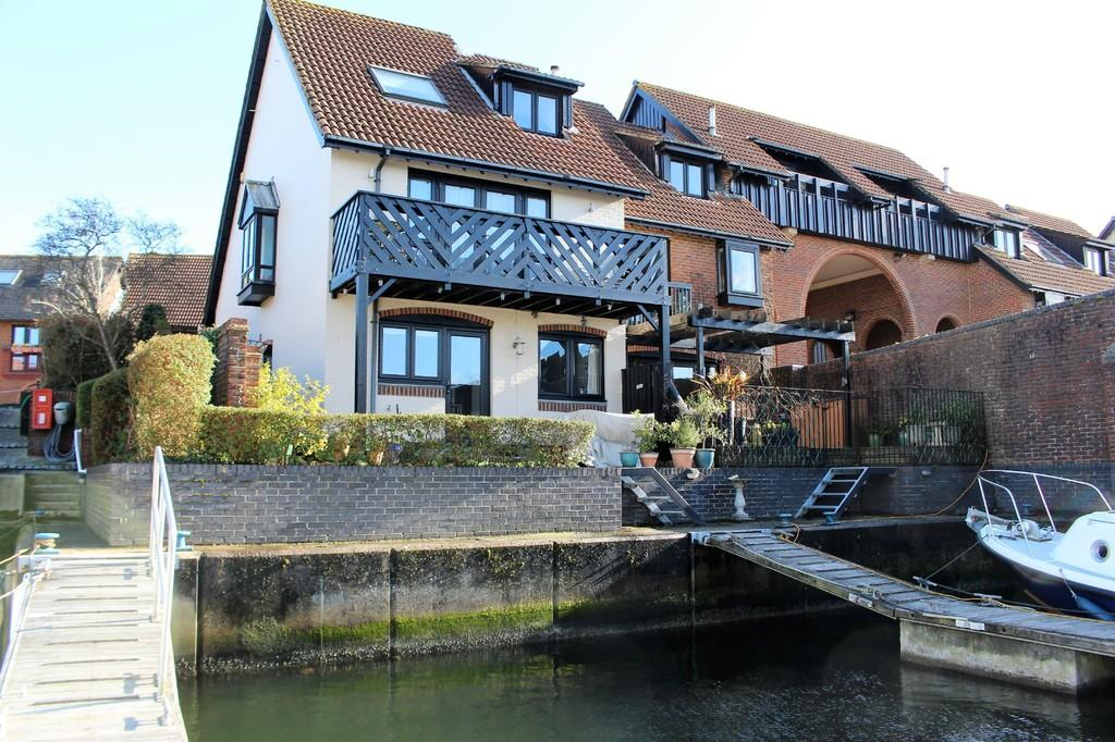 2 Bedrooms Semi Detached House for sale in Velsheda Court, Hythe Marina Village