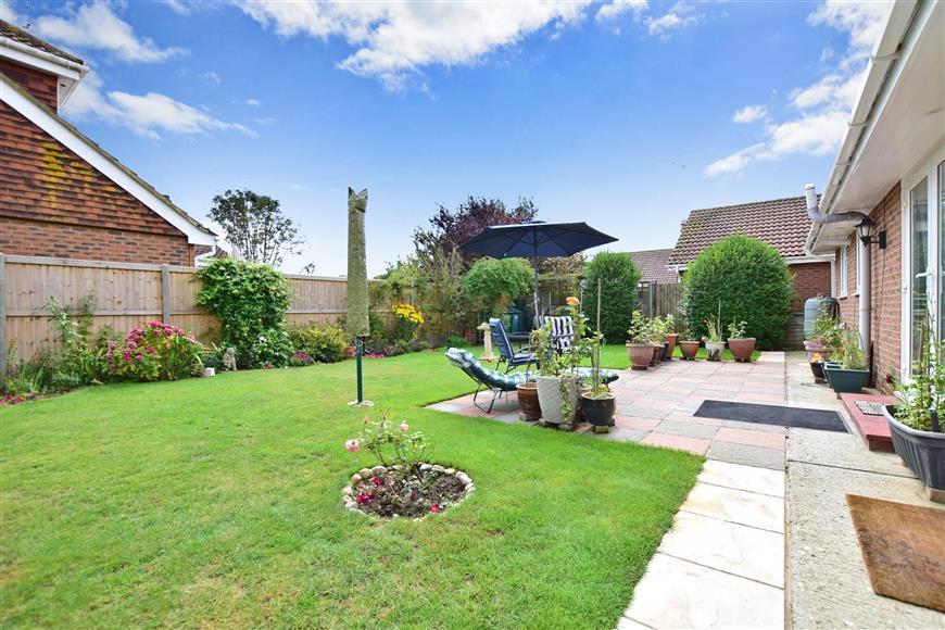 2 Bedrooms Detached Bungalow for sale in Meehan Road, Greatstone, New Romney, Kent