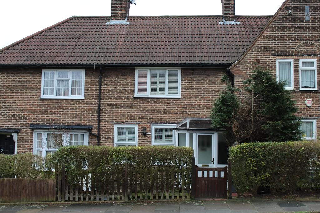3 Bedrooms Terraced House for sale in Hedge Walk, London