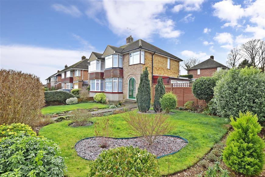 3 Bedrooms Semi Detached House for sale in Lyndhurst Avenue, Rainham, Gillingham, Kent