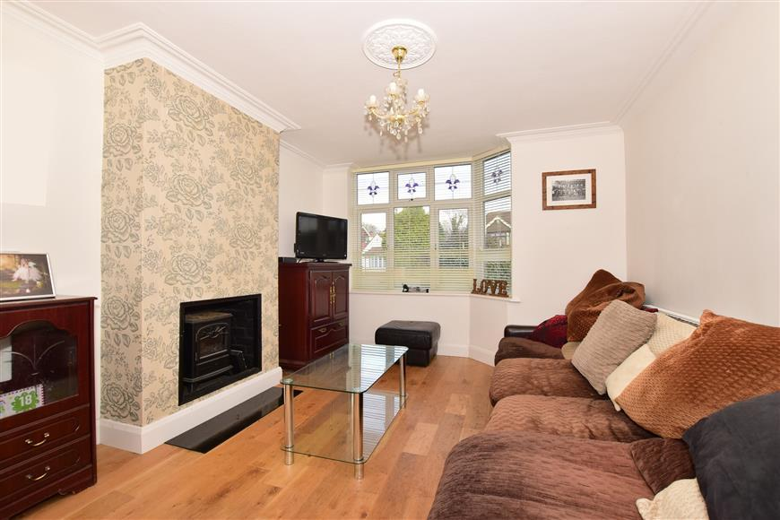 3 Bedrooms Semi Detached House for sale in Durham Road, Wigmore, Gillingham, Kent