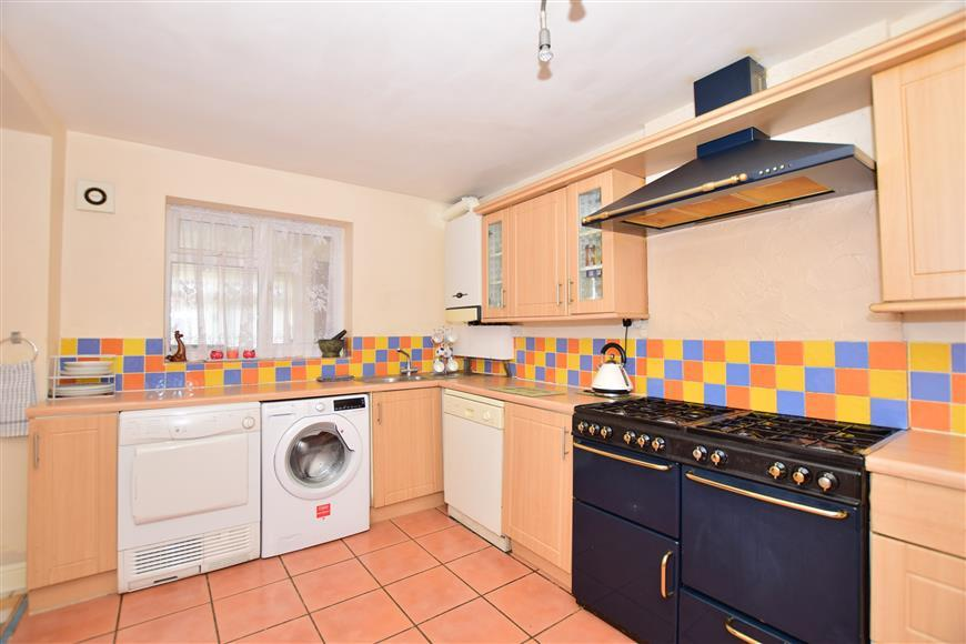 3 Bedrooms Semi Detached House for sale in Elham Close, Twydall, Gillingham, Kent