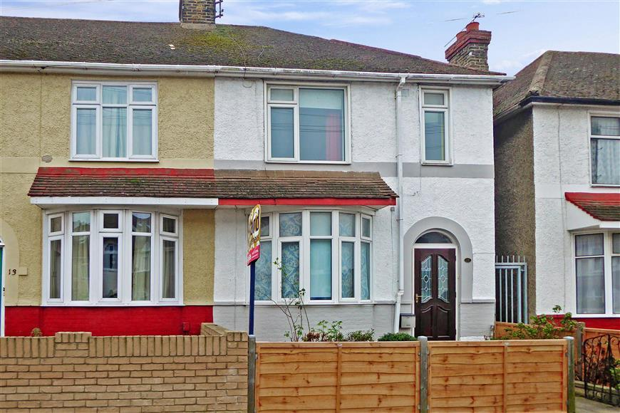 3 Bedrooms End Of Terrace House for sale in Brenchley Road, Gillingham, Kent