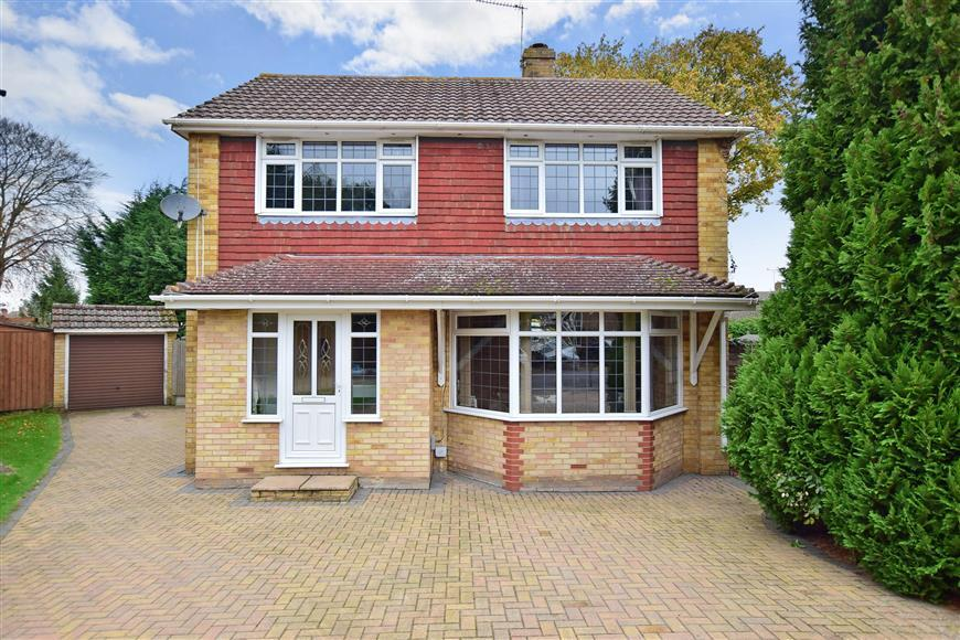 4 Bedrooms Detached House for sale in Rutland Place, Wigmore, Gillingham, Kent