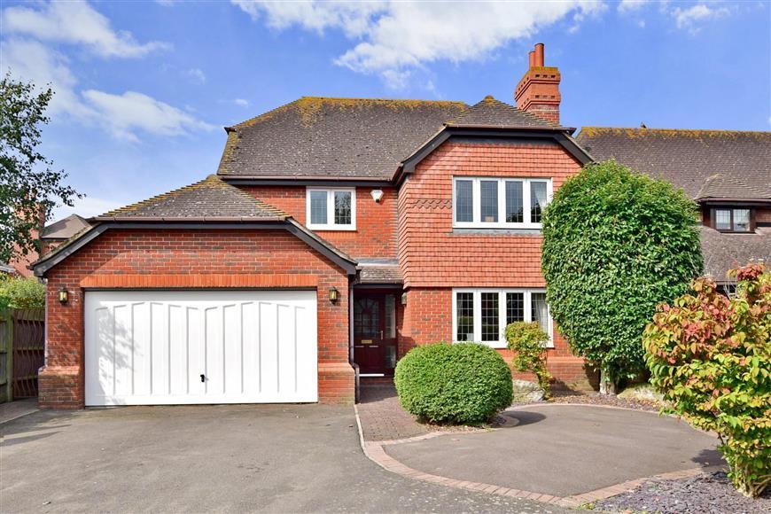 4 Bedrooms Detached House for sale in Woodruff Close, Gillingham, Kent
