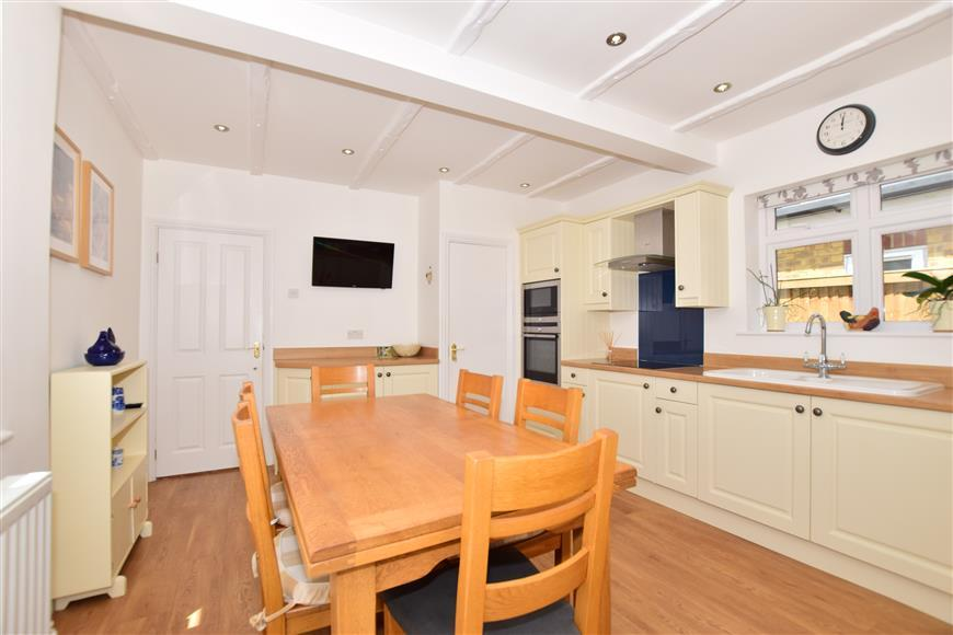 7 Bedrooms Detached House for sale in Bredhurst Road, Wigmore, Kent