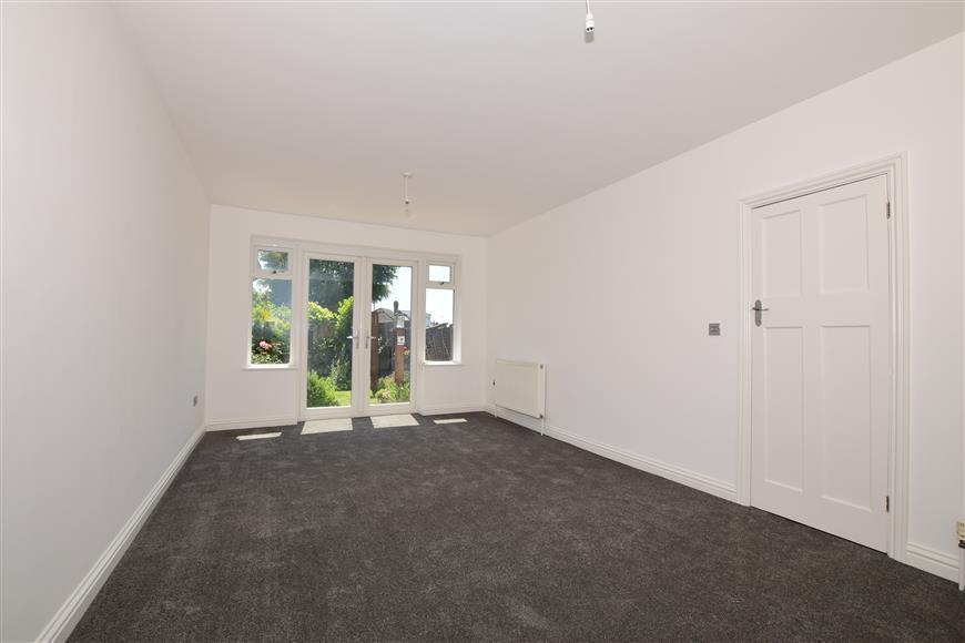 3 Bedrooms Semi Detached Bungalow for sale in Cottington Road, Cliffsend, Ramsgate, Kent