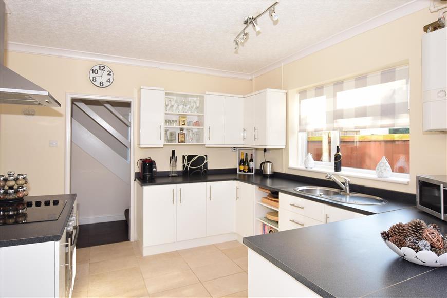 3 Bedrooms Semi Detached House for sale in Bathurst Close, Ramsgate, Kent