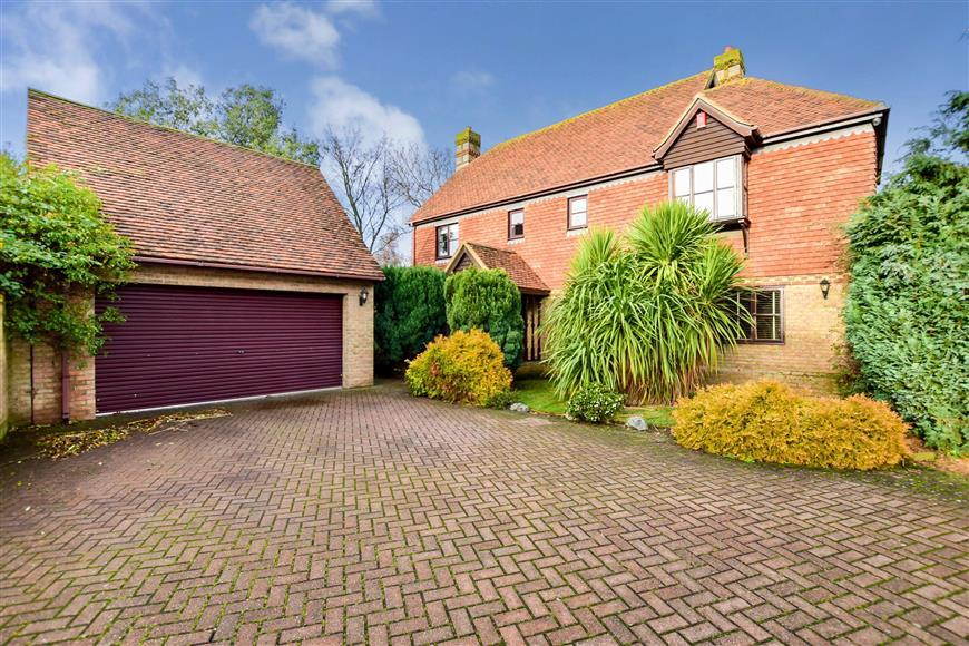 4 Bedrooms Detached House for sale in Elm Grove, Manston, Ramsgate, Kent