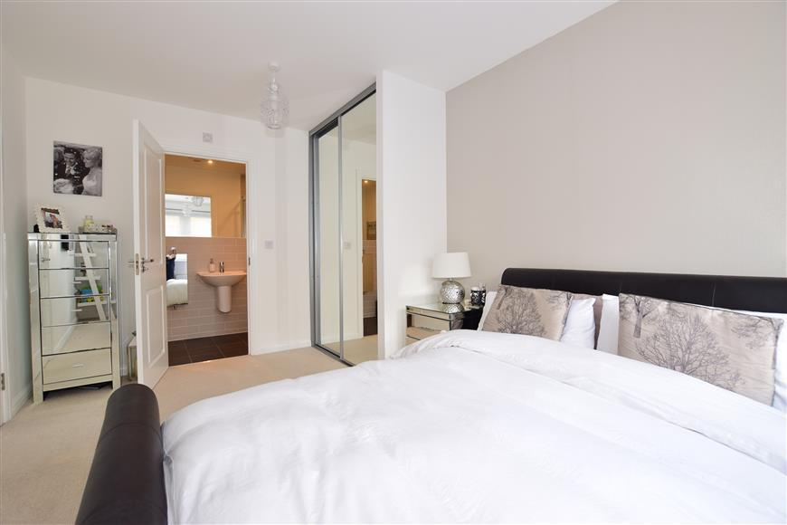 2 Bedrooms End Of Terrace House for sale in The Fort, Rochester, Kent