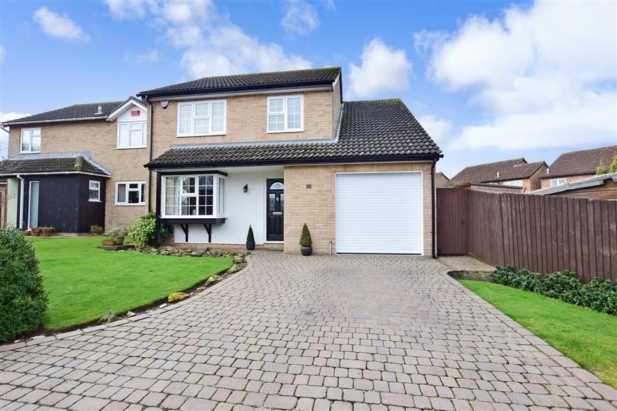 4 Bedrooms Detached House for sale in Wopsle Close, Rochester, Kent