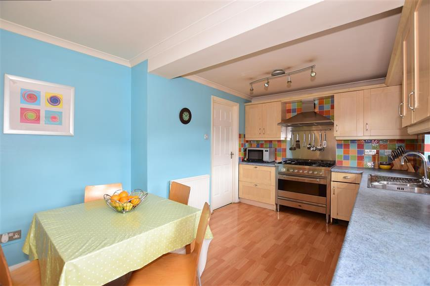 5 Bedrooms Link Detached House for sale in Wemmick Close, Rochester, Kent