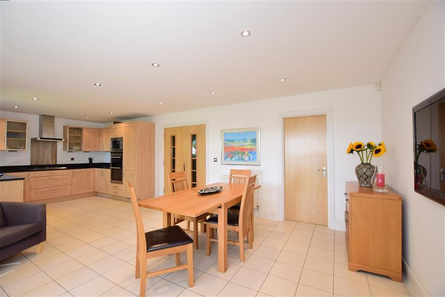 5 Bedrooms Detached House for sale in Harlequin Fields, Rochester, Kent