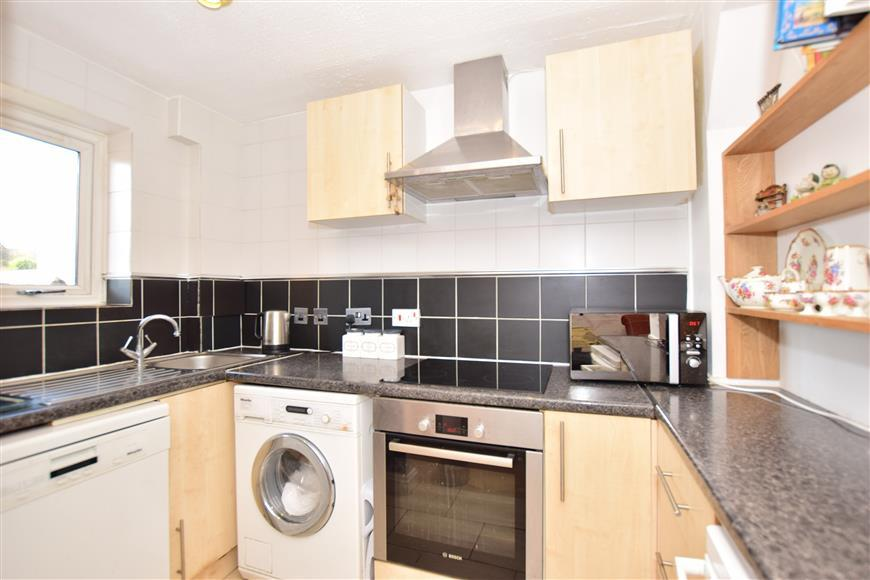 2 Bedrooms Terraced House for sale in St. James Close, Warden Bay, Sheerness, Kent