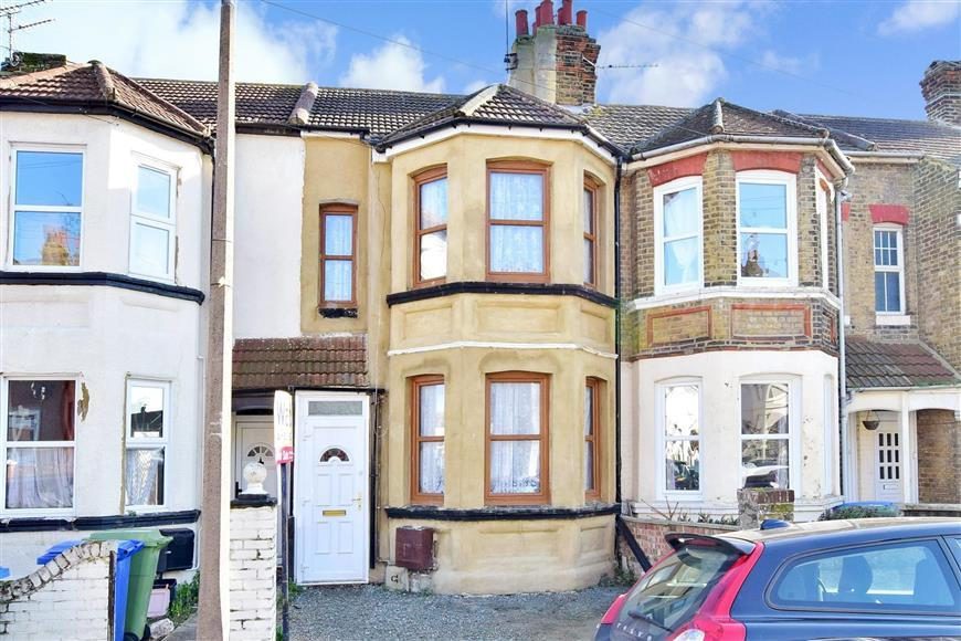 3 Bedrooms Terraced House for sale in Maple Street, Sheerness, Kent