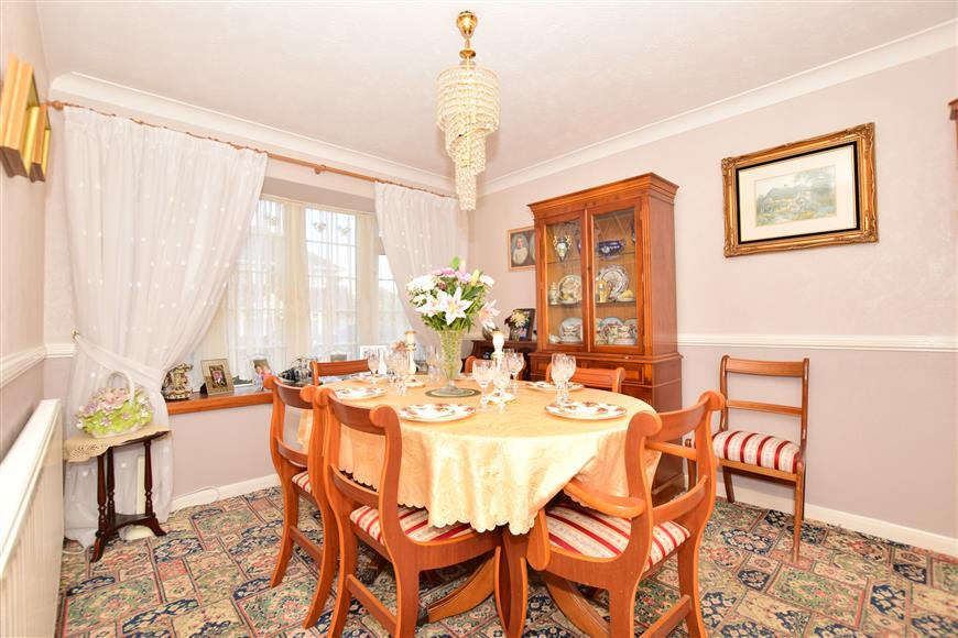 3 Bedrooms Detached House for sale in Beach Approach, Warden, Sheerness, Kent