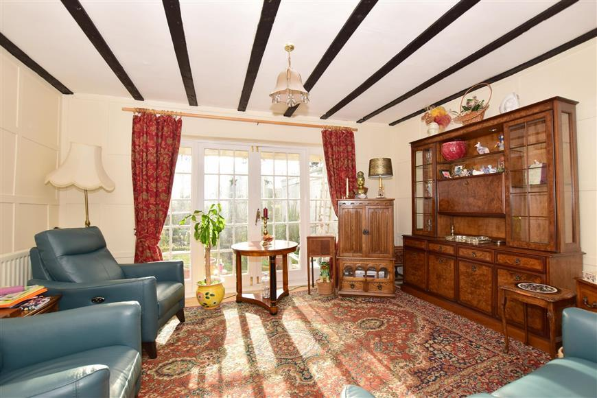 5 Bedrooms Semi Detached House for sale in High Street, Queenborough, Kent