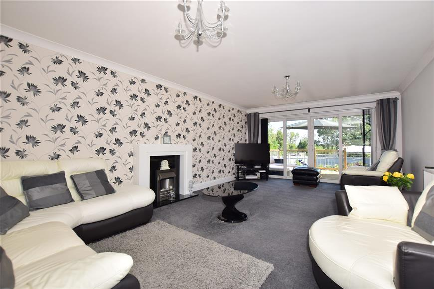 4 Bedrooms Detached House for sale in Thorn Hill Road, Warden, Sheerness, Kent