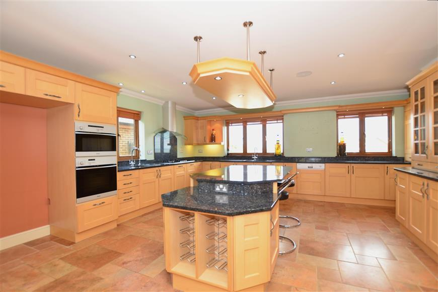5 Bedrooms Detached House for sale in Thorn Hill Road, Warden, Sheerness, Kent
