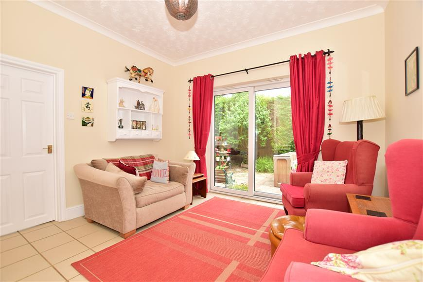 4 Bedrooms Bungalow for sale in Key Street, Sittingbourne, Kent