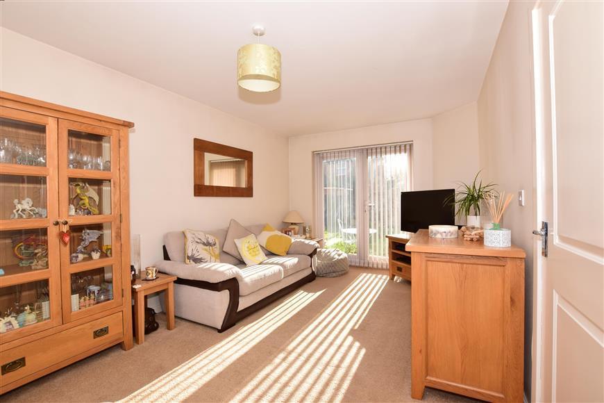 3 Bedrooms Semi Detached House for sale in Crossways, Sittingbourne, Kent