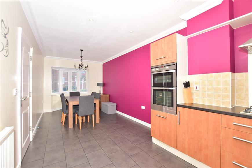 4 Bedrooms Detached House for sale in Honesty Close, Sittingbourne, Kent