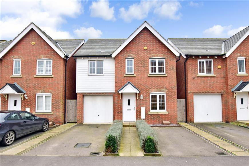4 Bedrooms Detached House for sale in Easton Drive, Sittingbourne, Kent