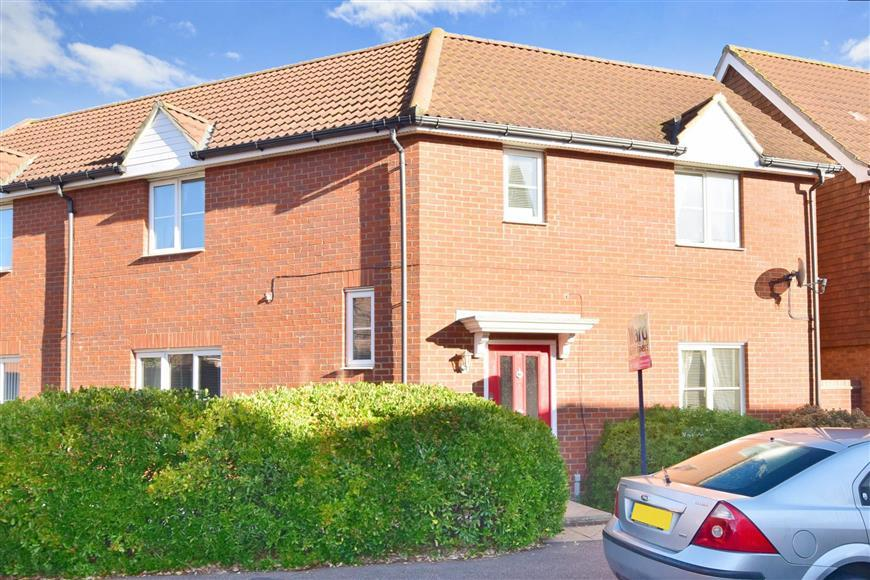 4 Bedrooms Semi Detached House for sale in Reams Way, Sittingbourne, Kent