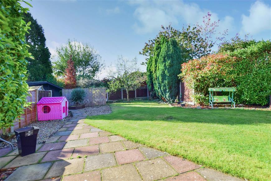 4 Bedrooms Detached House for sale in Homewood Avenue, Sittingbourne, Kent