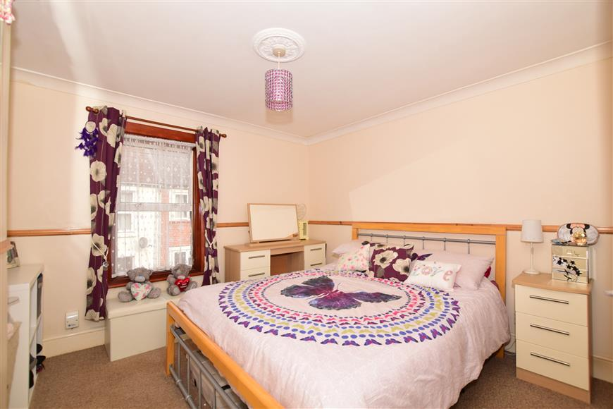 2 Bedrooms Terraced House for sale in Oxford Street, Snodland, Kent
