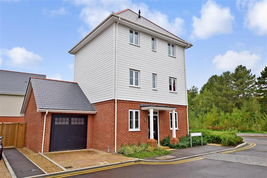 4 Bedrooms Detached House for sale in Primrose Close, Holborough Lakes, Kent