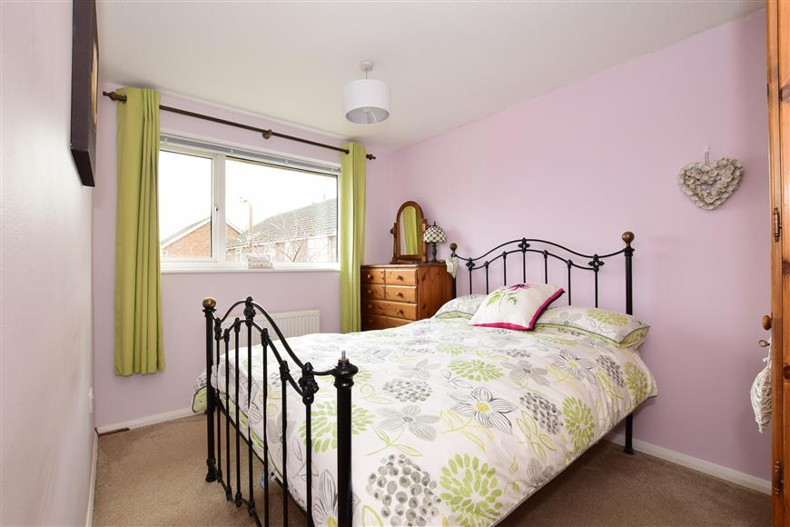 3 Bedrooms End Of Terrace House for sale in Alen Square, Staplehurst, Kent