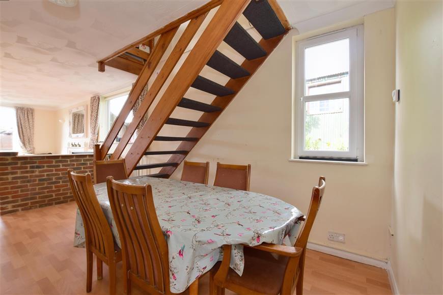 5 Bedrooms Detached House for sale in Maidstone Road, Staplehurst, Kent