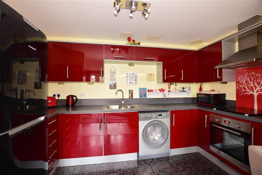 2 Bedrooms Apartment Flat for sale in Silver Streak Way, Strood, Rochester, Kent