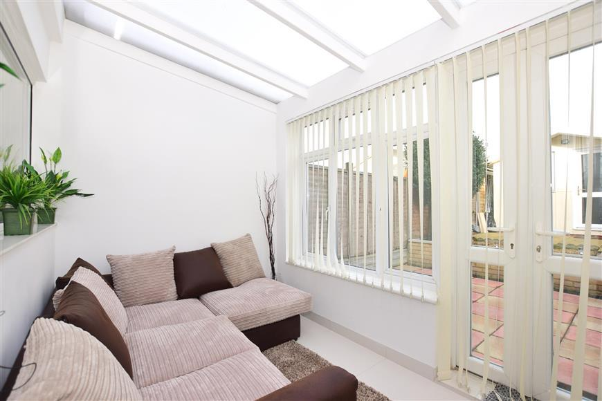 2 Bedrooms Terraced House for sale in Winston Road, Strood, Rochester, Kent
