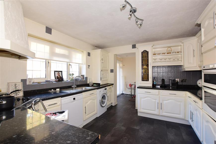 4 Bedrooms Detached Bungalow for sale in Ravenswood Avenue, Frindsbury, Rochester, Kent