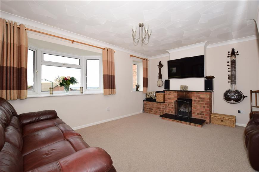 3 Bedrooms Semi Detached House for sale in Thames View, Cliffe Woods, Rochester, Kent