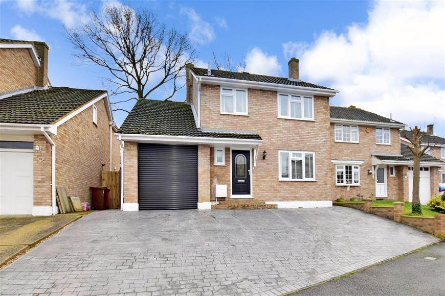 4 Bedrooms Detached House for sale in Englefield Crescent, Cliffe Woods, Rochester, Kent