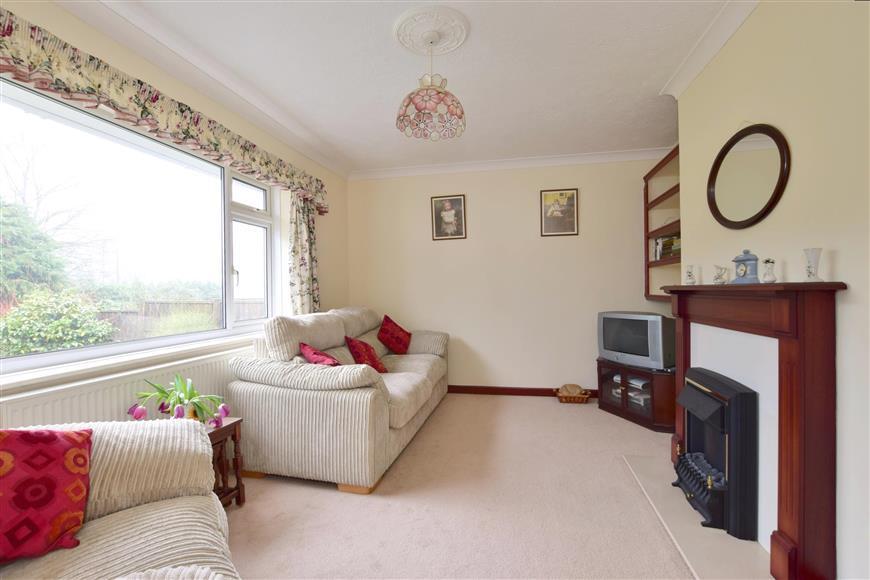 3 Bedrooms Bungalow for sale in Wealden Avenue, St. Michaels, Tenterden, Kent