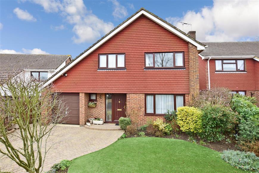 4 Bedrooms Detached House for sale in Beacon Walk, Tenterden, Kent